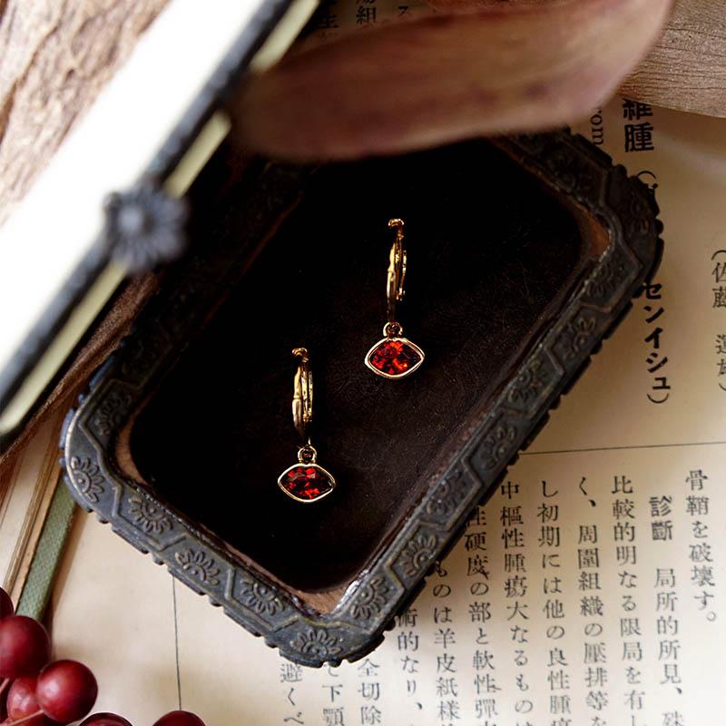 藏寶盒 – 紅唇 – 耳環